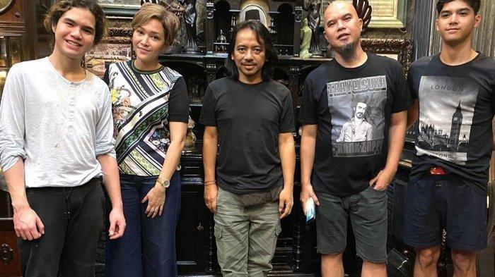 Dewa Budjana Unggah Foto dengan Maia Estianty dan Ahmad Dhani, Bikin Group Band Baru?