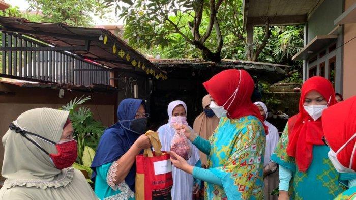 Ditengah Perayaan Idul Adha, Widya Murad Beri Bantuan Warga Korban Bencana di Ambon