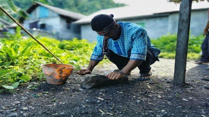 Keahlian Pandai Besi, Warisan Leluhur Masyarakat Teor di Seram Bagian Timur