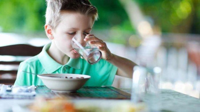 7 Mitos Kesehatan yang Berhasil Dipatahkan Ilmuwan, Termasuk Dilarang Minum di Sela-sela Makan