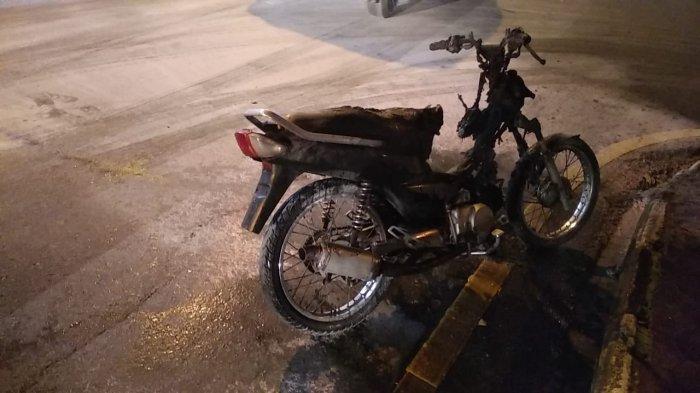 Sekelompok Siswa SMA di Ambon Konvoi Kelulusan, Satu Sepeda Motor Terbakar
