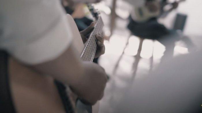 Lirik dan Chord Kunci Gitar Ora Masalah - Guyon Waton, Kunci Gitar Dasar Mudah Dimainkan dari C