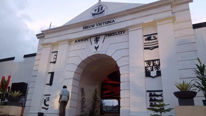 HUT Ke-446 Kota Ambon, Jalan Masuk Tribun Lapangan Merdeka Disulap Jadi Benteng Nieuw Victoria