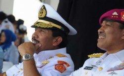 DOKUMEN - Mantan Komandan Korps Marinir Letjen Mar (purn) Nono Sampono bersama Panglima TNI tahun 2006