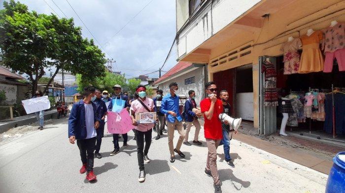 Puluhan Mahasiswa UKIM Gelar Aksi Sosial Bantu Korban Banjir NTT