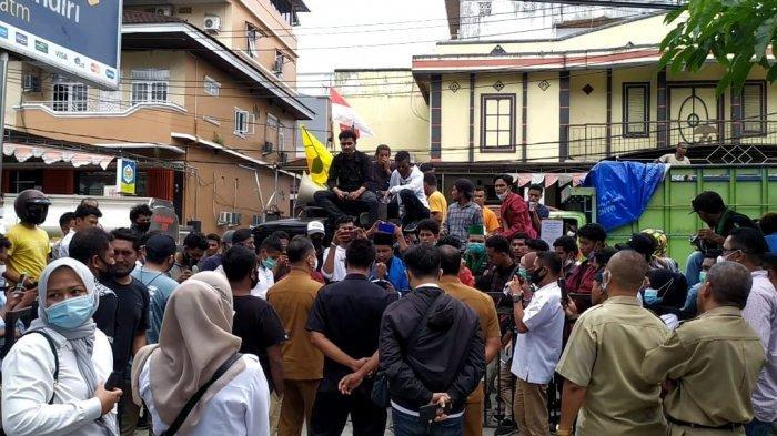 Tak Rasakan Dampak Pinjaman Dana SMI, Mahasiswa Serbu Kantor PUPR Maluku