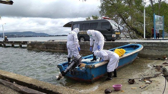ABK Tewas di Perahu Boat, Tim Bidokkes Polda Maluku Pakai APD Lakukan Evakuasi