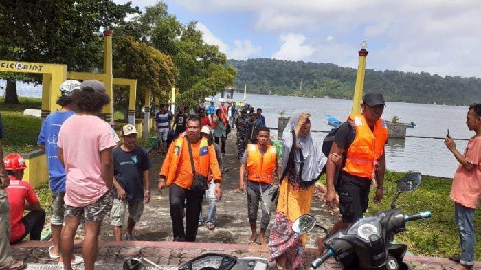 Speedboat Pecah Dihantam Ombak, Camat Banda & Rombongan Ditemukan Selamat