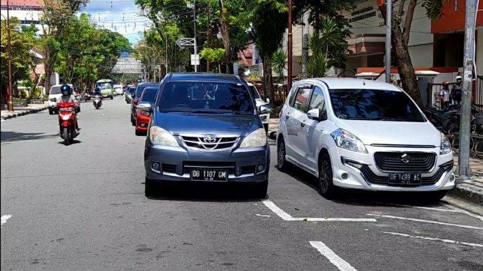 Meski Dilarang, Masih Saja Ada Parkir Ganda di Jalanan Kota Ambon, Ini Lokasinya