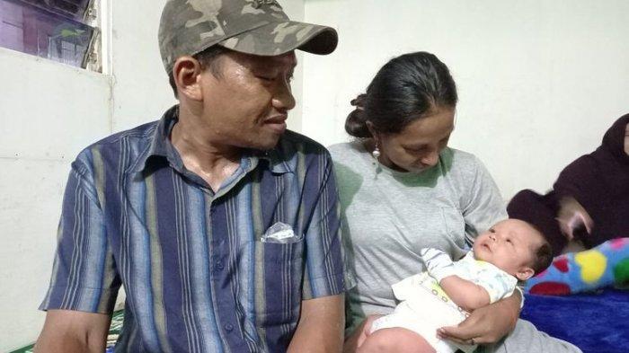 Diusir, Suami Istri dan Bayi 1 Bulan Terpaksa Tidur di Gerobak Sampah Gara-gara Telat Bayar Indekos