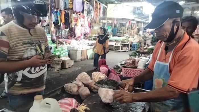 Jelang Ramadhan, Harga Daging Ayam di Pasar Binaya Masohi Merangkak Naik