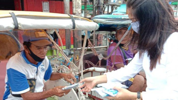 Cegah Penyebaran Corona, Balai Pengawas Obat dan Makanan Ambon Bagi Masker Untuk Warga