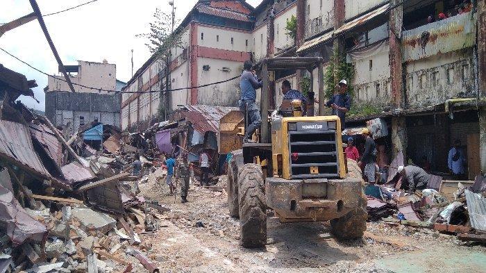 Pembongkaran Lapak di Pasar Mardika, Untuk Revitalisasi Pasar