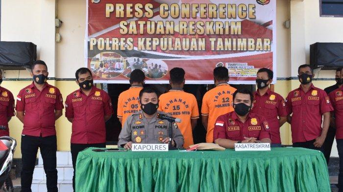 Polres Kepulauan Tanimbar tanpkap tiga pelaku pembunuhan yang diduga mencuri motor.
