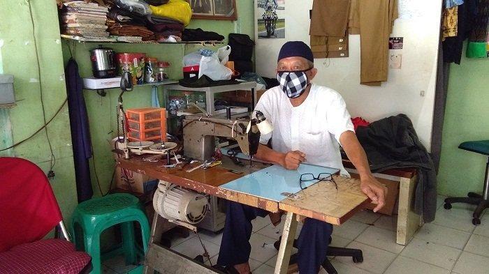 Dampak Corona, Omzet Pendapatan Tukang Jahit di Ambon Menurun Drastis