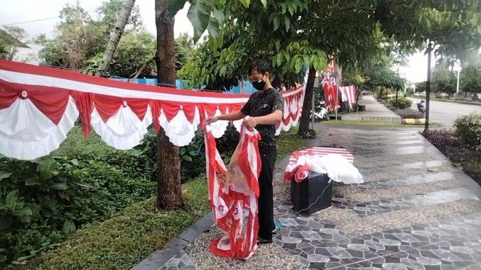Masih Satu Bulan Lagi, Pedagang Pernak-Pernik Merah Putih Sudah Marak di Masohi-Maluku Tengah