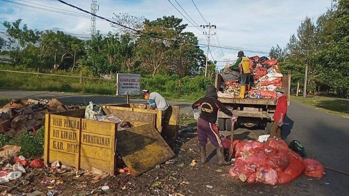 Sampah di Jalan Pandopo Wakil Bupati Buru Sudah Dibersihkan, di Pasar Tatanggo Masih Berserakan