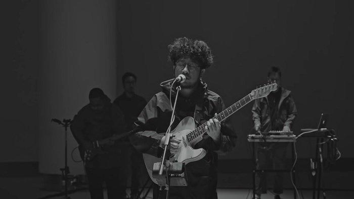 Chord Gitar Lagu Pilu Membiru - Kunto Aji, Akhirnya Aku Lihat Lagi Sederhana Tanpa Banyak Celah