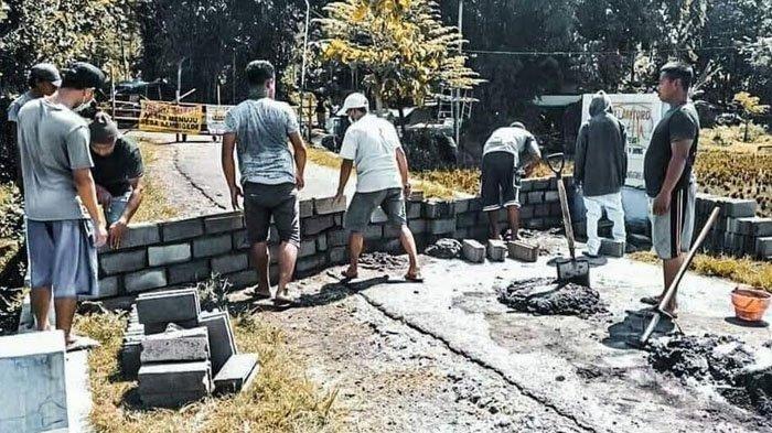 VIRAL Warga Dua Desa Saling Salah Paham, hingga Tutup Akses Jalan Masuk Menggunakan Batako