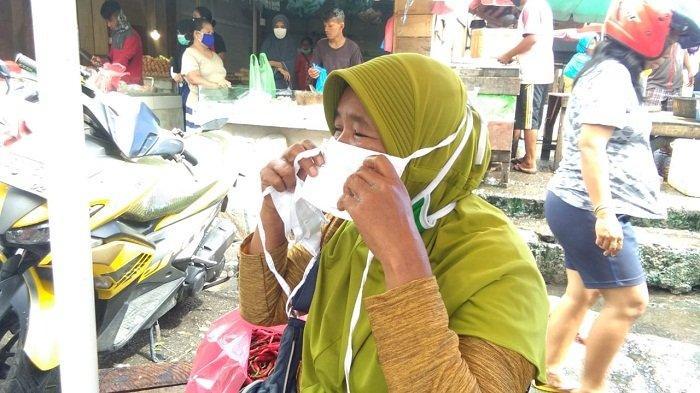 Komunitas di Ambon Bagikan 4.000 Masker untuk PKL di Pasar Mardika