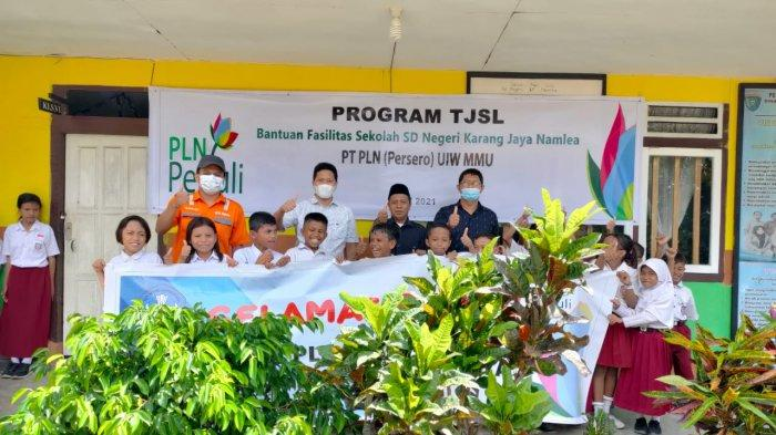 SD di Kabupaten Buru Terima Bantuan Pendidikan dari PLN Senilai Rp. 70 Juta