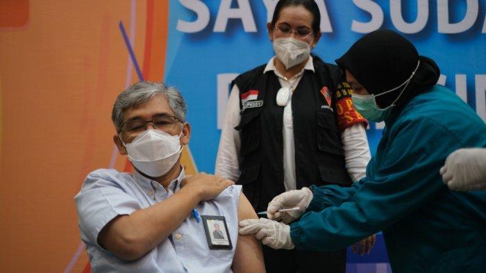 Pastikan Pelayanan Optimal, 243 Pegawai PLN di Ambon Terima Vaksin