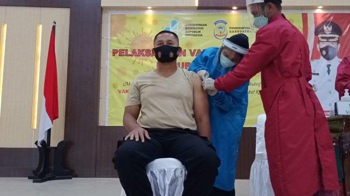 Ratusan Polisi di Pulau Buru Jalani Vaksinasi Covid-19 Tahap Pertama