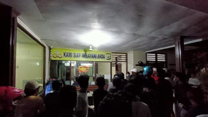 Pacar Dicaci, Massa Geruduk Markas Polsek di Ambon