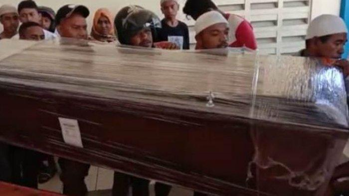 Haru, Jenazah Bek Timnas U16 Indonesia Alfin Lestaluhu Disambut Puluhan Orang