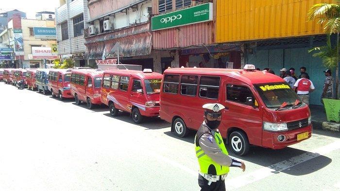 Ingin Lewat Jalan Jenderal Soedirman, Puluhan Sopir Angkot Hatu Datangi Dishub Ambon