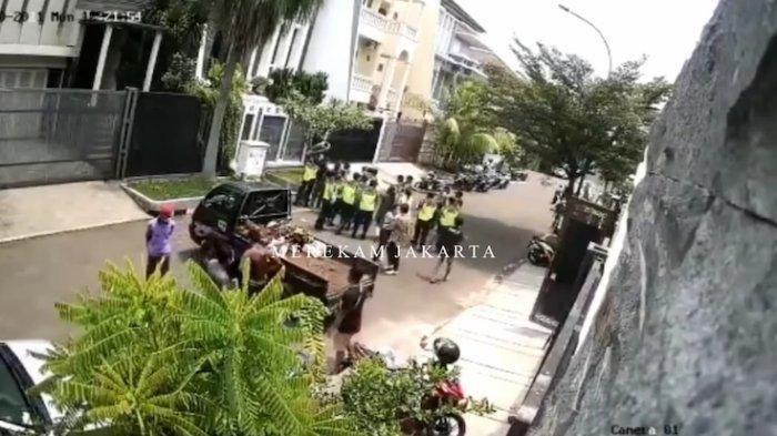 Pemerasan di Perumahan Elit Terekam CCTV, Viral di Media Sosial