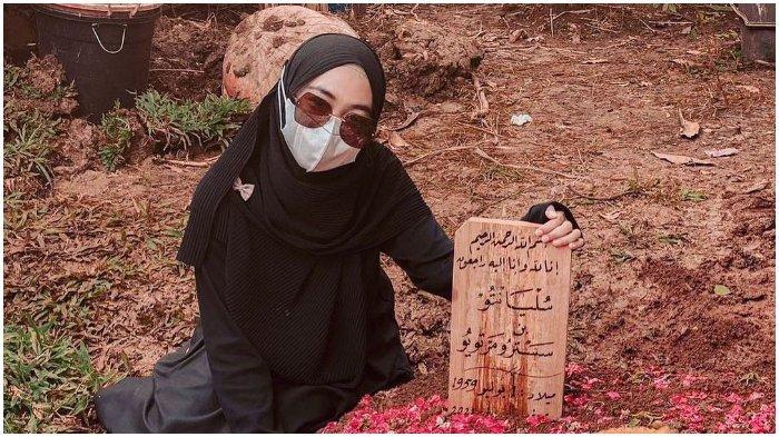 Ria Ricis Dikritik karena Bikin Konten soal Kematian Ayahnya, Warganet Geram Soroti Banyaknya Iklan