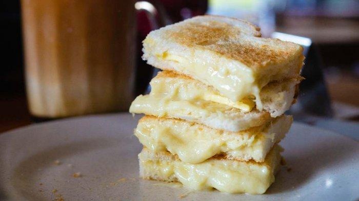 Roti panggang isi selai durian