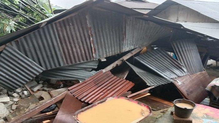 Rumah ambruk karena longsor di Tanah rata, Kota Ambon