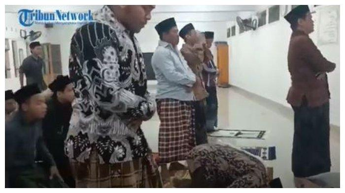 Viral Tradisi Salat Tarawih Kilat di Indramayu 23 Rakaat Hanya 6 Menit Saja, 2 Rakaat Butuh 33 Detik