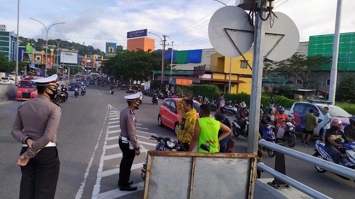 Operasi Yustisi Hari Pertama di Ambon, Warga Disuruh Kembali ke Rumah hingga Ditilang