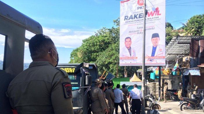 Satpol PP Copot Baliho Rapat Kerja Partai Keadilan Sosial Tanpa Masker