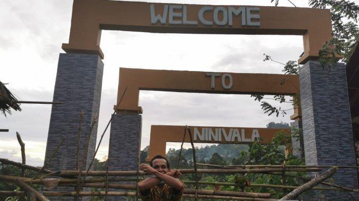 Sejumlah wisatawan lokal ditolak dan tidak diijinkan masuk ke kawasan destinasi wisata Ninivala, Minggu (27/09/2020)