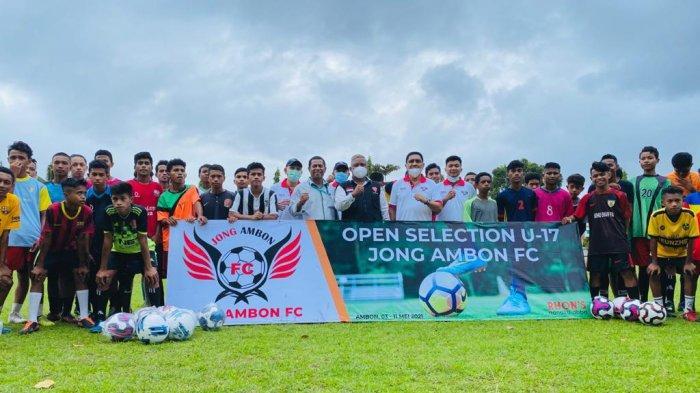 Hari Pertama Seleksi Tim Jong Ambon FC Diikuti Puluhan Remaja