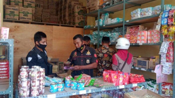 Sidak Pertokoan, Polisi di Buru Sita Berbagai Jenis Barang Kadaluarsa