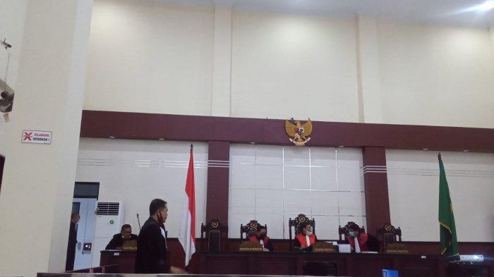 Ferry Tanaya dan Abdul Gafur Laitupa Jalani Sidang Dakwaan Kasus Korupsi PLTG Namlea