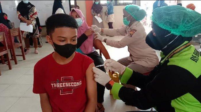 320 Siswa SMP Muhammadiyah Ambon Terima Vaksinasi Covid-19