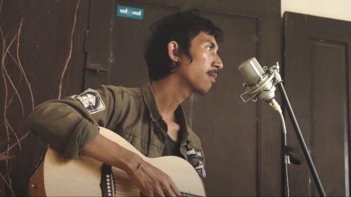 Chord Kunci Gitar dan Lirik Lagu Sombanusa - Biar Ina Tenang