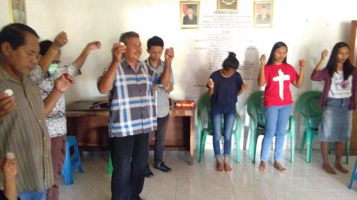 Pandemi Covid-19, Umat Kristiani di Ambon Laksanakan Ibadah Jumat Agung di Rumah Masing-masing