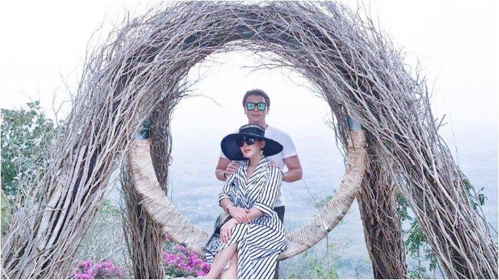 Liburan ke Borobudur Bersama Reino Barack, Syahrini Unggah Foto Bangun Tidur Tanpa Make Up