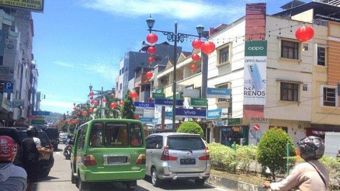 Jelang Imlek, Kota Ambon Dihiasi Ratusan Lampion Merah