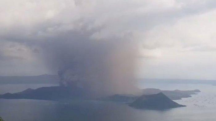 Gunung Taal di Filipina Meletus, Lava dan Kolom Abu Disertai dengan Kilatan Petir