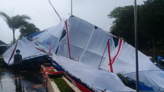 Tenda Tamu Roboh Diterpa Angin, 1 Jam Sebelum Upacara Adat HUT Ke-446 Kota Ambon