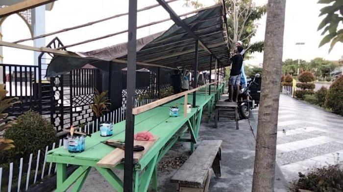 Besok Sudah Puasa, Remas Al- Muhajirin Lesane Bantu Warga Bangun Tenda Jajan Takjil