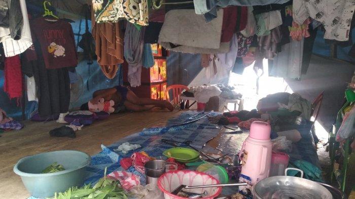 Kondisi pengungsi kebakaran di Kompleks Ongkoliong, Kota Ambon, Selasa (30/03/2021)